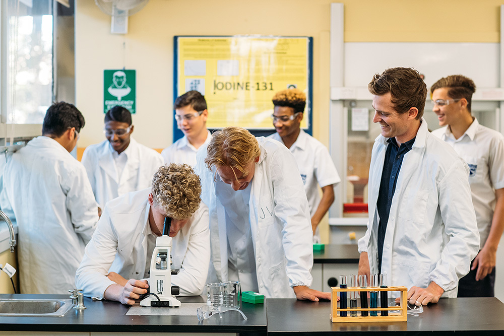 Woolooware HS students in science lab 2019